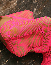 Redhead Babe Jess Robinson In Pink Fishnet Dress - Picture 8