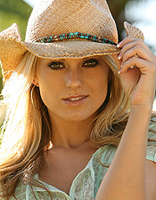 Nicole Taps Into Her Inner Cowgirl And Makes Country Livin Look Good! - Picture 3