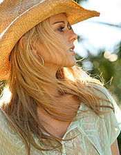 Nicole Taps Into Her Inner Cowgirl And Makes Country Livin Look Good! - Picture 4