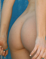 Sherri Sinclair Removes Her String Bikini - Picture 2